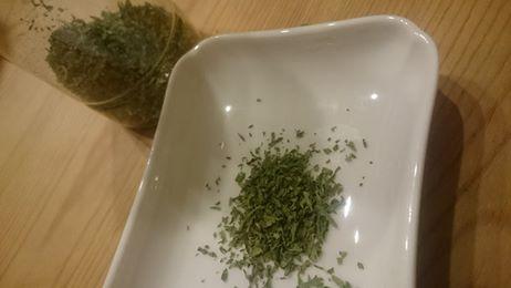 乾燥ニンジン葉